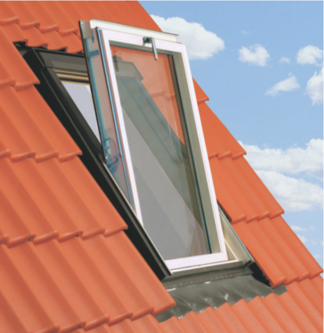 66x118 Műanyag tetőtéri ablak ajándék burkolókerettel, Winlight PVC